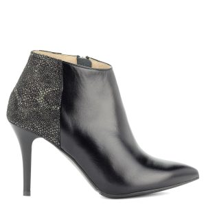 Anis magas sarkú bőr bokacsizma - Fekete magas sarkú bokacsizma bőr  felsőrésszel és bőr béléssel. 0abb4fd889