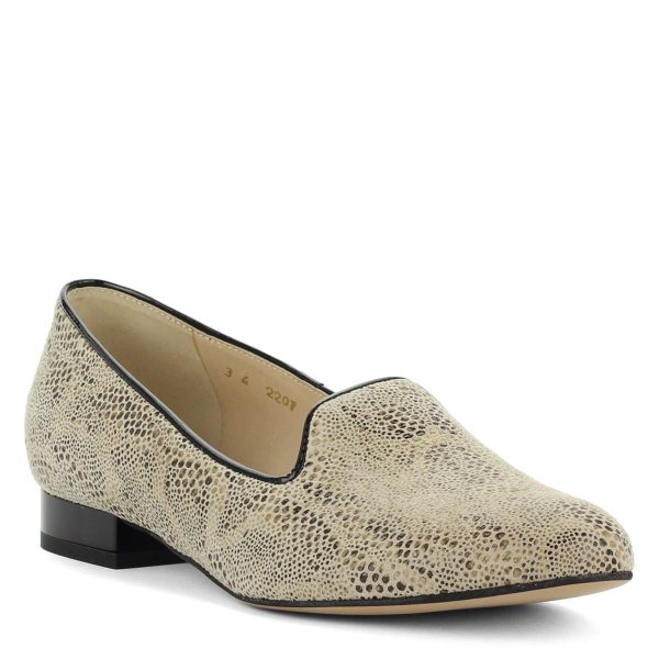 Anis, kis sarokkal készült világos női bőr cipő.