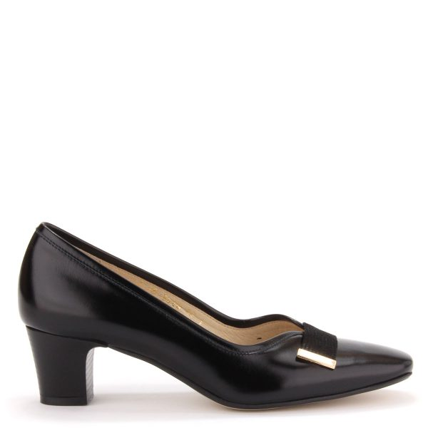 Elegáns női cipő 5 cm magas sarokkal, bőr béléssel és bőr felsőrésszel. Elején arany színű kis fém dísz található. Márka: Anis Szín: Fekete Modellszám: 3426 CZAR UA