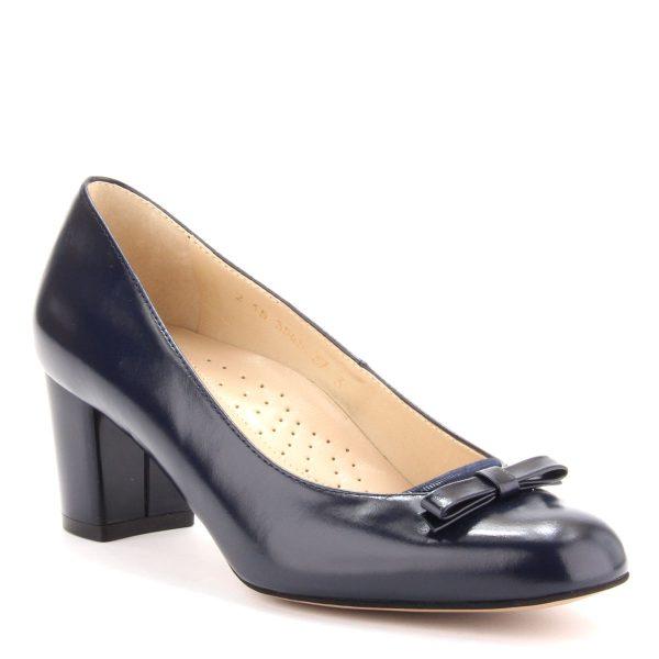 Sötétkék női cipő bőr felsőrésszel és puha, komfortos talpbéléssel. Sarka 5,5 cm magas, elején masni dísz található. Márka: Anis Szín: Sötétkék Modellszám: 3545 DARKBLUE