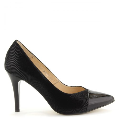 Elegáns női alkalmi cipő 9 cm magas sarokkal. A cipő felsőrésze és bélése egyaránt természetes bőr. Orra lakk bőrből készült. Márka: Kotyl Szín: Fekete