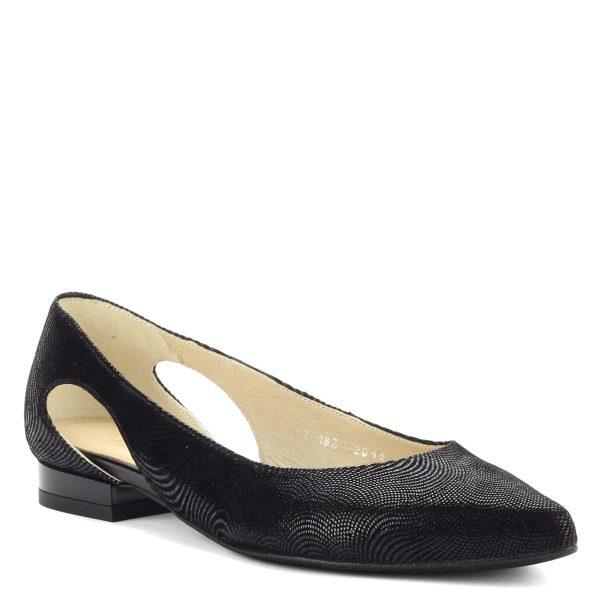 Lapos, csinos fekete színű hegyes orrú női bőr cipő.