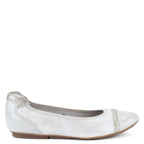 Ezüst színű divatos Tamaris lapos női cipő, elején és sarkánál lakkozva, memóriahabos Touch It talpbetéttel.