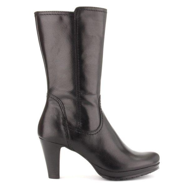 Rövid szárú fekete Tamaris csizma filc béléssel, platformos talppal. Sarok: 7,5 cm, szárhossz: 24 cm. Márka: Tamaris Szín: Black Modellszám: 1-25035-25 001