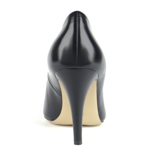 Gyönyörű magas sarkú Anis alkalmi cipő kb 9 cm magas sarokkal, elején elegáns fém díszítéssel. Klasszikus bőr cipő bőr béléssel.