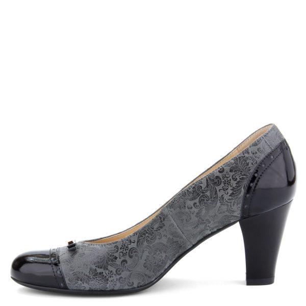 Fekete-szürke színkombinált női bőr cipő. Sarka 7 cm magas. A cipő bélése és felsőrésze is természetes bőrből készült, komfortos talpbéléssel.