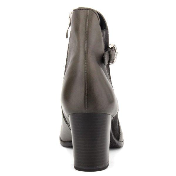 Elegáns női Caprice bokacsizma sötétszürke színben, plüss béléssel, recés gumi talppal. Sarka ANTiShokk technológiával készült, magassága 7 cm.