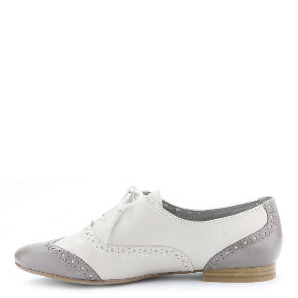 Világos színű fűzős Tamaris cipő bőrből. Puha, memóriahabos talpbéléssel készült.