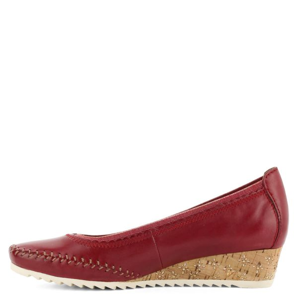 Piros telitalpú Jana bőr cipő 3,5 cm magas sarokkal, körben gumírozott.