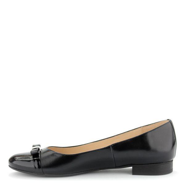 Elegáns lapos női cipő bőr felsőrésszel és bőr béléssel.