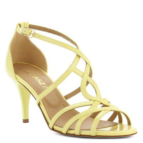 Sárga lakk bőr Lukasz szandál. Csinos, 7,5 cm magas sarkú női szandál. Pántjai biztosan tartják a lábat, kívül-belül bőrből készült.