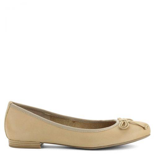 Világos színű Marco Tozzi balerina cipő bőr felsőrésszel, masni díszítéssel. Kényelmes, puha női cipő egész napos viseletre.