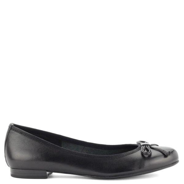 Marco Tozzi balerina cipő bőrből. A cipő elejét masni díszíti. Hajlékony talpa és kerek orra egész napos kényelmet biztosít