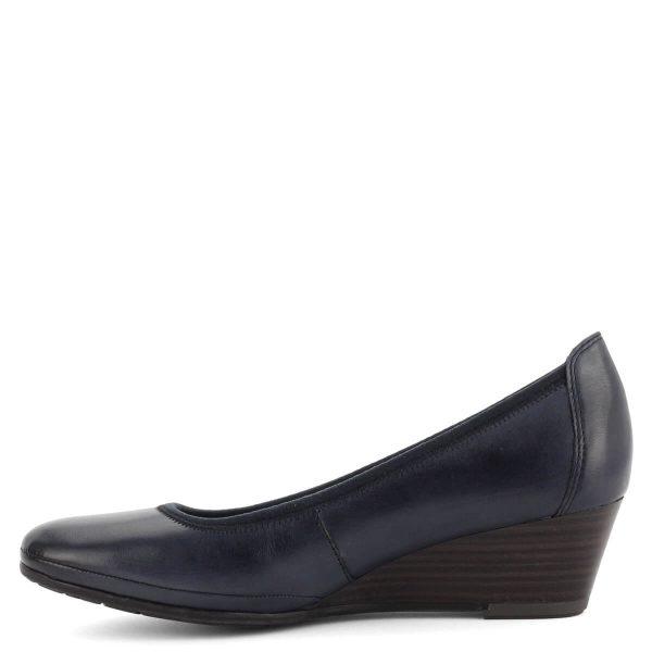 4,5 cm magas sarkú telitalpú bőr cipő sötétkék színben. Puha, lábhoz igazodó talpbéléssel készült.