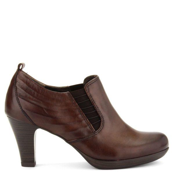Platformos Tamaris női cipő barna színben. Sarka 7 cm magas, talpa kb 1 cm vastag. Belebújós fazon, magasabb lábfejre is ajánlott.