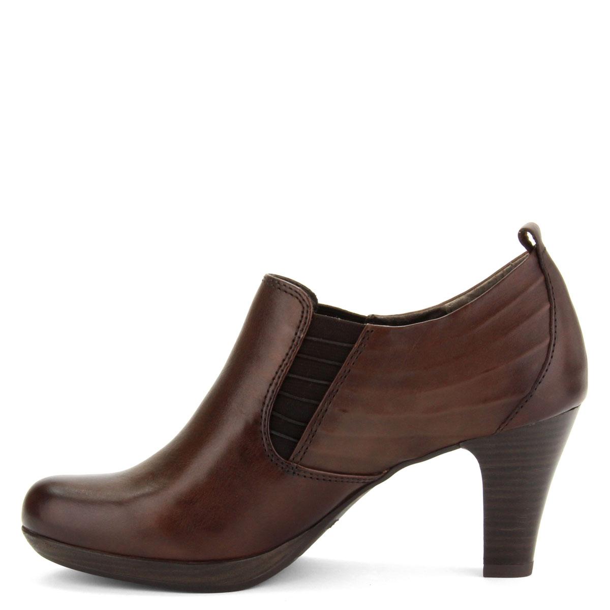... Platformos Tamaris női cipő barna színben. Sarka 7 cm magas c7de303438