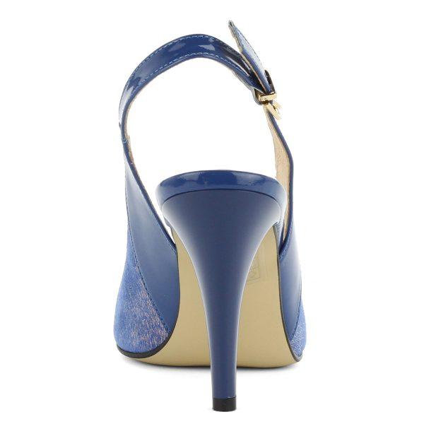Anis magas sarkú szandálcipő 9 cm magas sarokkal. Felsőrésze és bélése is bőr. Különleges mintás orra fémes csillogású. Csinos, elegáns cipő.