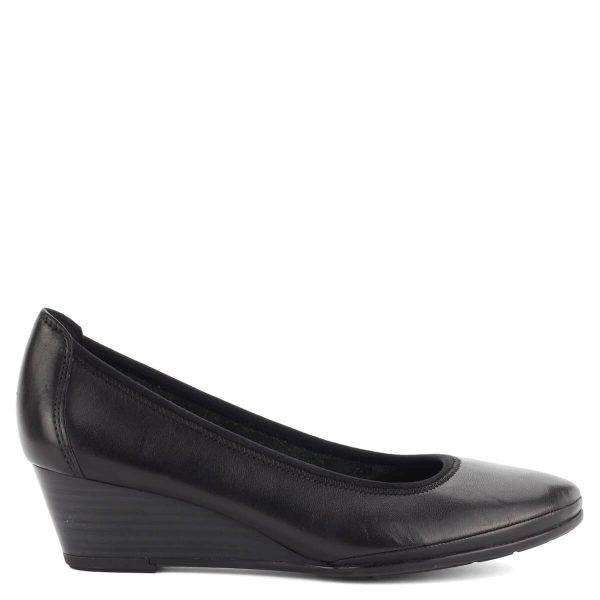 Fekete színű Marco Tozzi telitalpú cipő puha talpbéléssel, 4,5 cm sarokkal