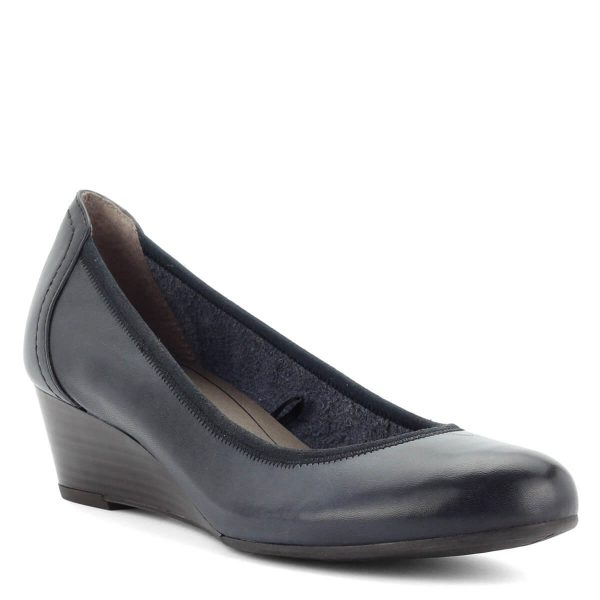 Telitalpú Tamaris cipő sötétkék színben, bőr felsőrésszel.