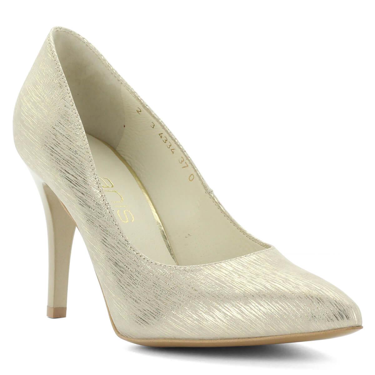 ... Hegyes orrú Anis cipő arany színben. Extra felsőrésze a  legkülönlegesebb alkalmakon is megállja a helyét ... d97b152ea0
