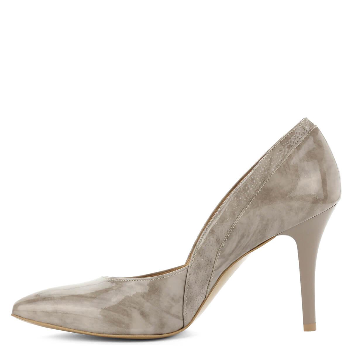 Anis bézs színű bőr magassarkú cipő nyomott mintával. Sarka