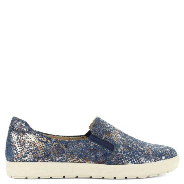 Kék Caprice slipon kígyómintás felsőrésszel. A cipő bőrből készült, gumi betétjének köszönhetően magasabb lábfejre is megfelelő.