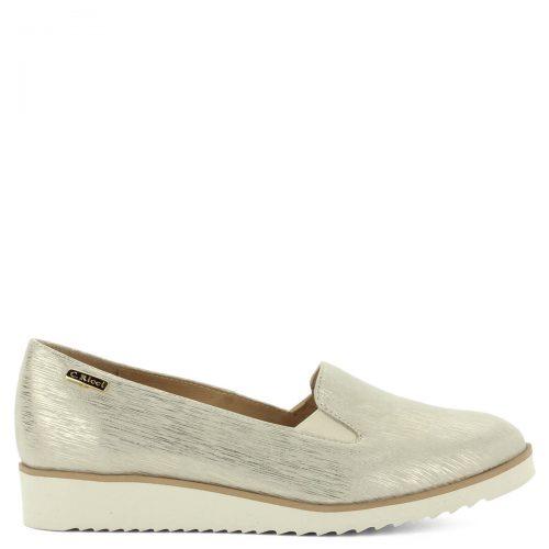 Arany Carla Ricci bőr slip-on világos gumi talppal. A cipő bőr béléssel és bőr felsőrésszel készült.