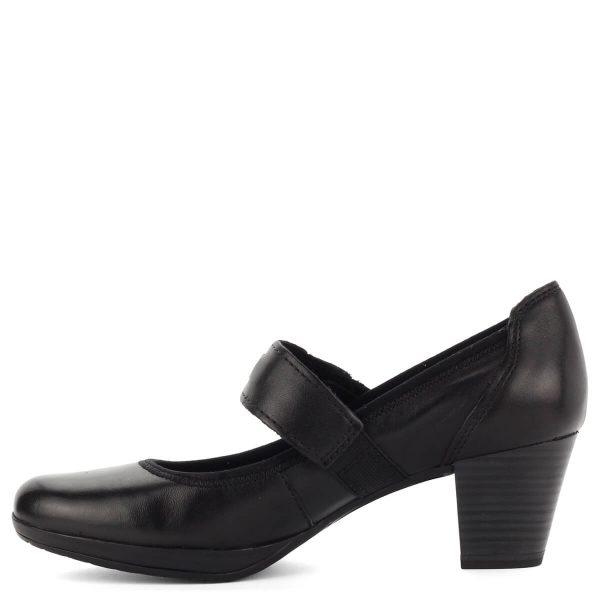 Fekete pántos Marco Tozzi cipő puha talpbéléssel. Antishokk sarka 5,5 cm magas, platformos talpa 1 cm vastag, hajlékony gumi. Pántja tépőzáras.