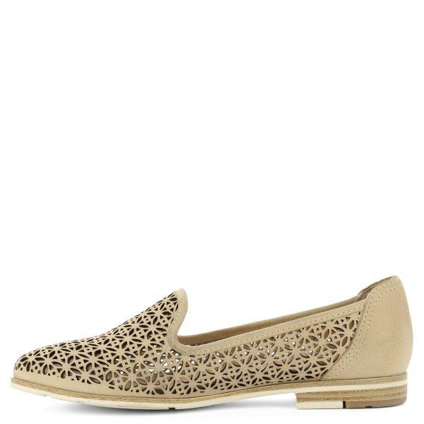 Lyukacsos Marco Tozzi bőr cipő lapos talppal. Kényelmes, könnyű és szellős cipő puha talpbéléssel, a nyári esték elengedhetetlen kelléke.