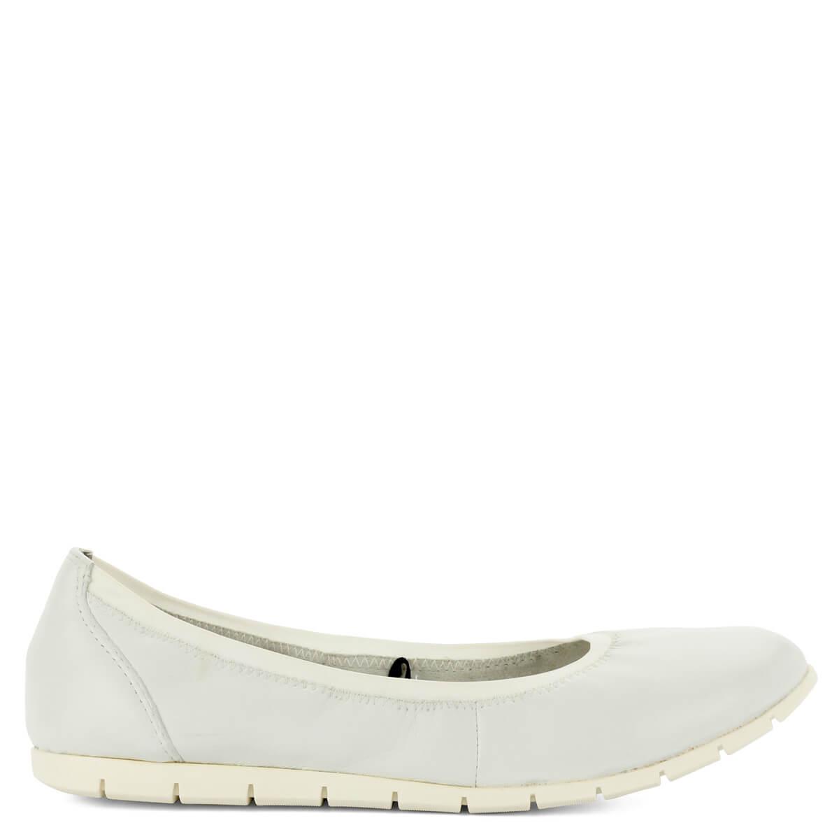 Tamaris balerina cipő fehér színben. Könnyű és kényelmes cipő hajlékony  gumi talppal 8a2431a784