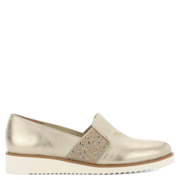 Baldaccini arany bőr slipon fehér gumi talppal. A cipő kívül-belül természetes bőrből készült, oldalában gumi betét található.