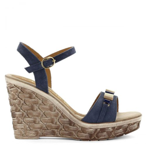 Telitalpú kék Tamaris szandál 10 cm magas sarokkal, bőrből. Talpa kb 2,5 cm vastag, vékony bokapántja kecsessé varázsolja a lábat. Csattal állítható.