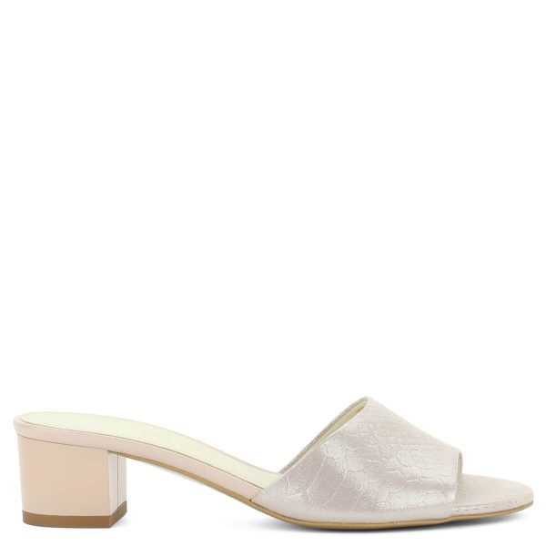 Púder színű Anis bőr papucs nagyon kényelmes, 4,5 cm magasságú sarokkal, kívül-belül természetes bőrből. Elegáns utcai papucs. ChiX Női Cipő Webáruház