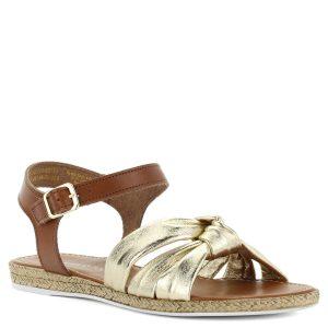 Lapos Marco Tozzi bőr szandál. Pántjai barna, illetve arany színűek. - ChiX Női Cipő Webáruház