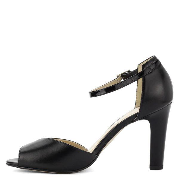 Fekete Kotyl magas sarkú női szandál 9 cm magas sarokkal. Bokapántja jól fogja a lábat. Bőr felsőrésze az első pánton és a bokapánton lakk bőrrel kombinált.