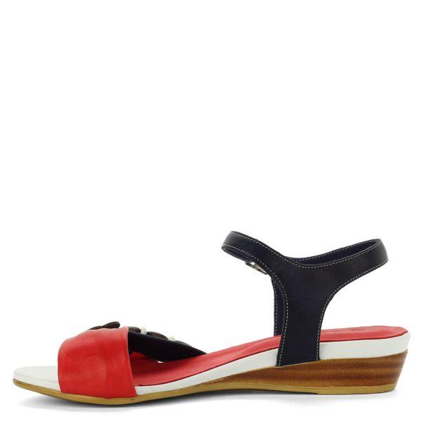 La Pinta kis éksarkú bokapántos szandál kék-piros-fehér színkombinációban. Anyaga kívül belül puha bőr, sarka kb 3,5 cm magas.