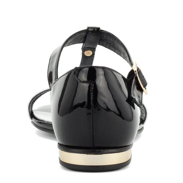 Luca Cavialli fekete-fehér bőr szandál lapos talppal. A szandál felsőrésze és bélése is bőrből készült, sarkát fém betét díszíti.