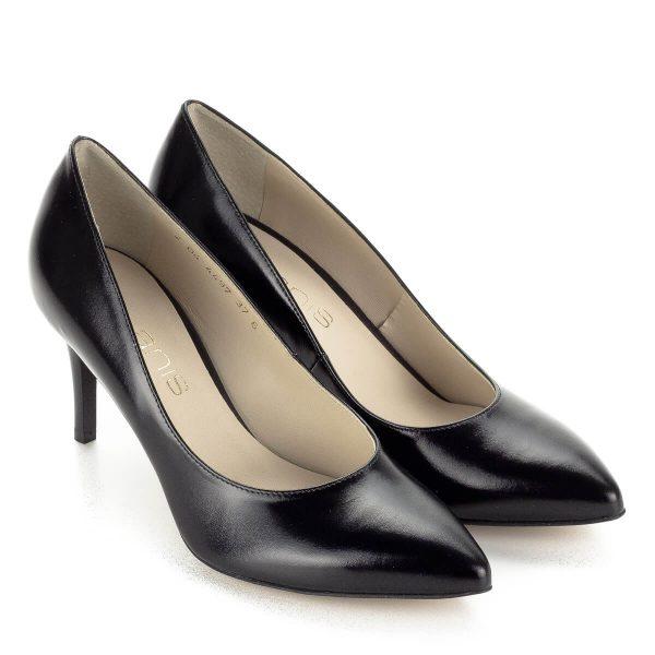 Anis alkalmi cipő fekete színben, 7,5 cm magas elegáns sarokkal. Kívül belül természetes bőrből készült. Klasszikus hegyes orrú alkalmi cipő.