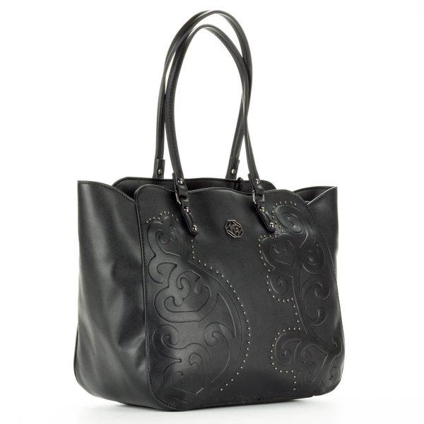 Marina Galanti fekete női táska nagy belső térrel, belsejében cipzáros és telefon tartó zseb kapott helyet. Elejét nyomott minta és apró szegecsek díszítik