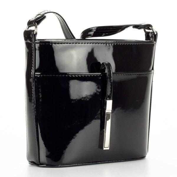 Prestige fekete lakk alkalmi táska osztatlan belső térrel. Belsejében cipzáros zseb és telefonzseb kapott helyet. - ChiX Női Cipő- és Táska Webáruház