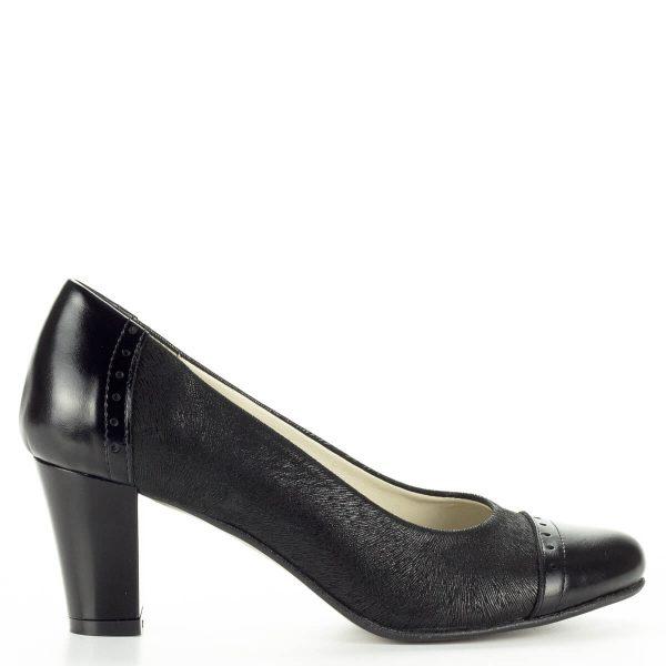 Verdi fekete női bőr cipő kívül-belül természetes bőrből stabil sarokkal. Puha párnázott talpbéléssel készült. Sarokmagassága 6 cm.
