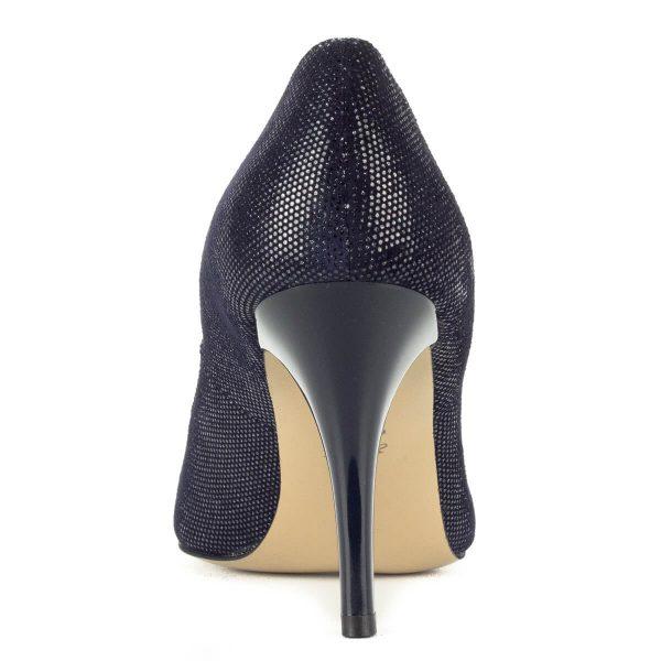 Anis kék-ezüst magassarkú női cipő 9 cm magasságú sarokkal. Bőrét apró ezüst minta díszíti. Anyaga kívül-belül természetes bőr.