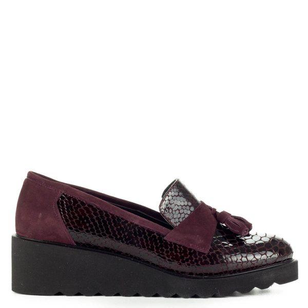 Anna Viotti bordó slipon vastag gumi talppal. Sarka 4,5 cm, talpa 1,5 cm magas. Nagyon kényelmes, divatos, kívül-belül bőr cipő.