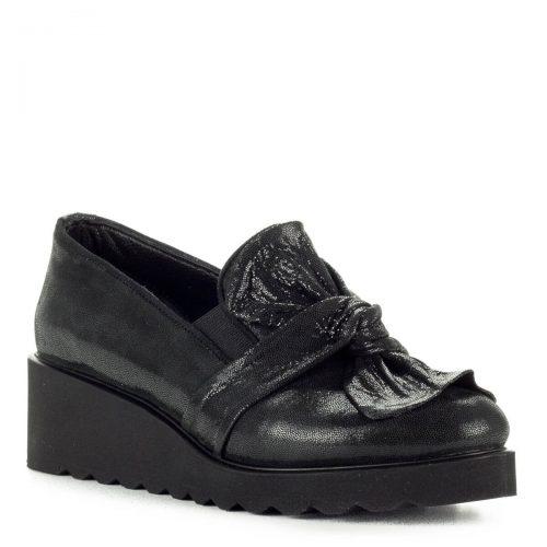 Anna Viotti fekete masnis slipon cipő vastag gumi talppal. A cipő természetes bőrből készült, sarok része 4,5 cm magas.