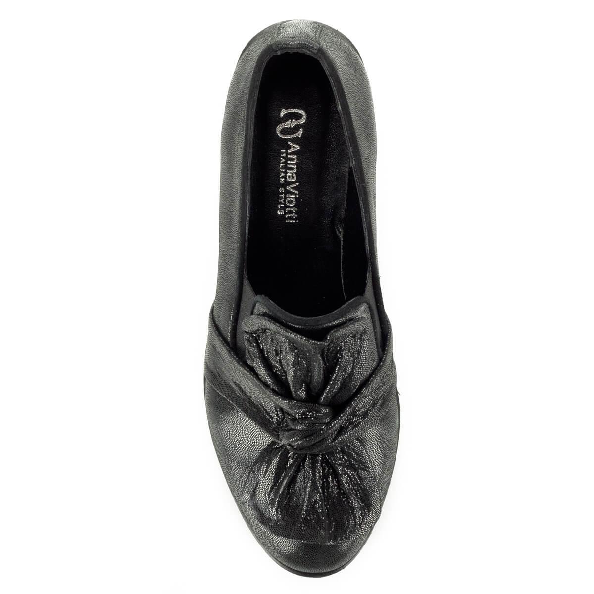 65c8a7bc29 ... Anna Viotti fekete masnis slipon cipő vastag gumi talppal. A cipő  természetes bőrből készült, ...