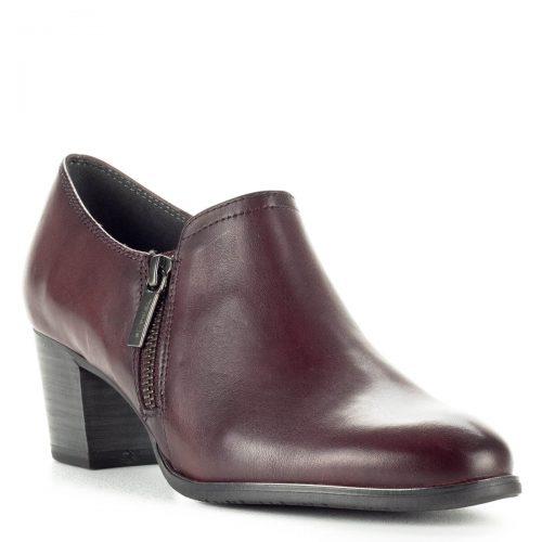 Zárt Tamaris cipő fekete színben, bőr felsőrésszel. AntiShokk sarokkal készült, belsejében puha talpbélés található. Sarka 5,5 cm magas.