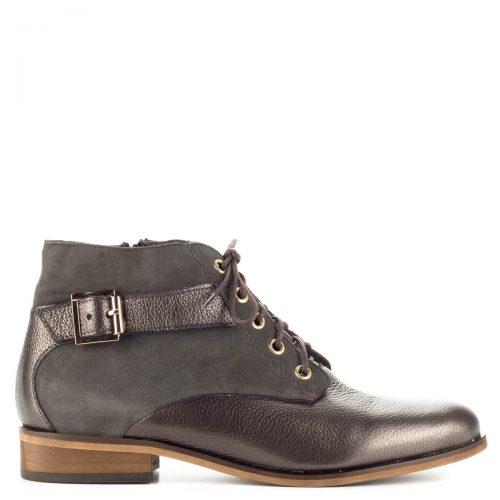 Bronz színű fűzős Lukasz bokacipő filc béléssel, boka részén csattal díszített. A cipő belső oldalán cipzáros. Sarka enyhén emelt, magassága kb 2 cm.