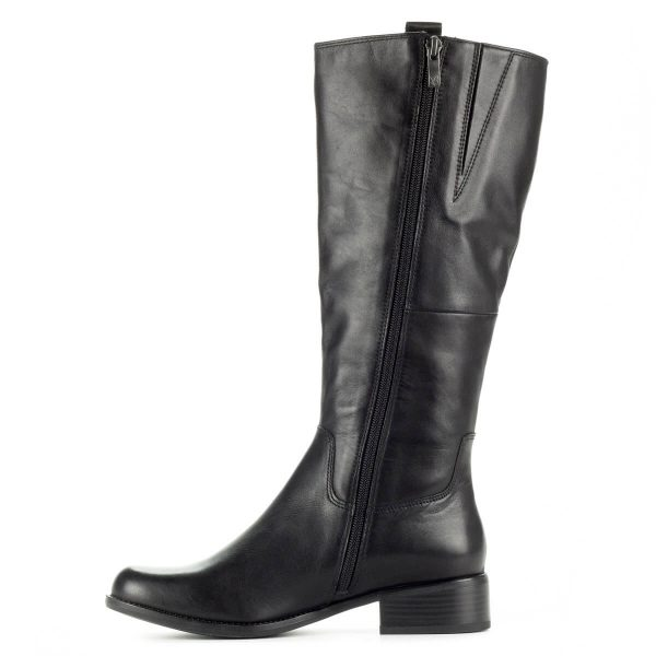 Fekete Caprice bőr csizma kerek orral, puha plüss béléssel. Vastag talppal készült, sarka 2,5 cm. Klasszikus fazonú csizma, mely gyönyörűen áll a lábon.