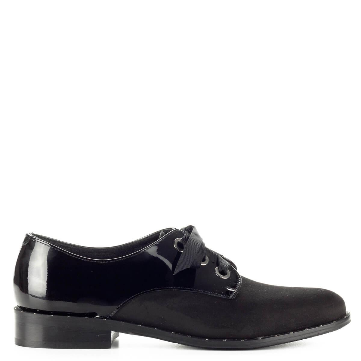 Fekete Lukasz fűzős női cipő nubuk és lakk bőr kombinálásával. Talpa körben  szegecsekkel díszített bfc8eb6b63