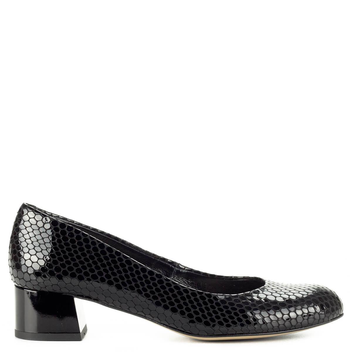 ... Fekete Kotyl lakk bőr cipő mintás felsőrésszel és bőr béléssel. Sarka  kb 4 cm magas 60d9fecd24